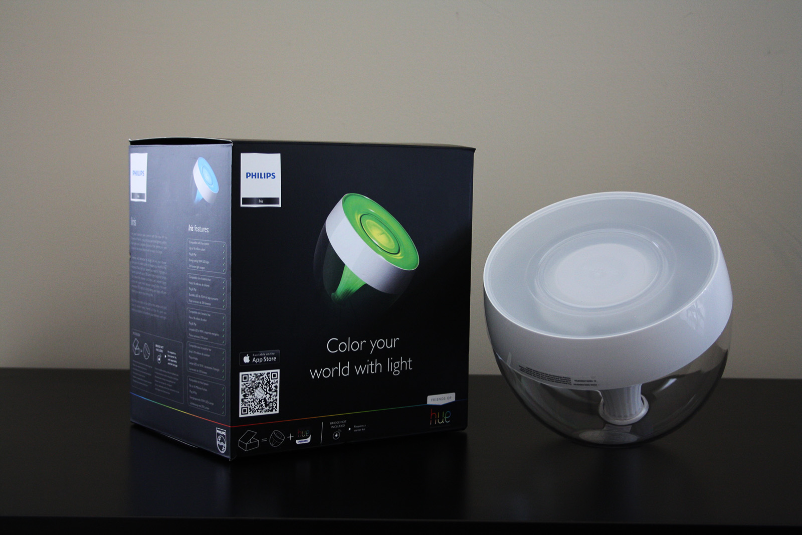 hands on philips hue iris definitivegear. Black Bedroom Furniture Sets. Home Design Ideas